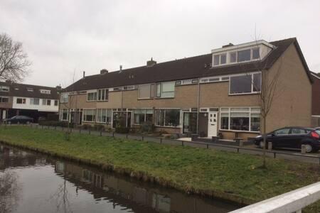 Gezinshuis in pittoresk Spakenburg - Bunschoten-Spakenburg - Hus