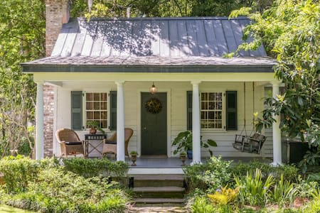 Charming ca. 1820 Guest House in Historic District