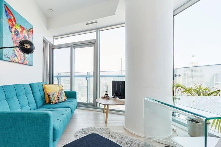 Sweeping City Views from Luxe High-Rise Flat