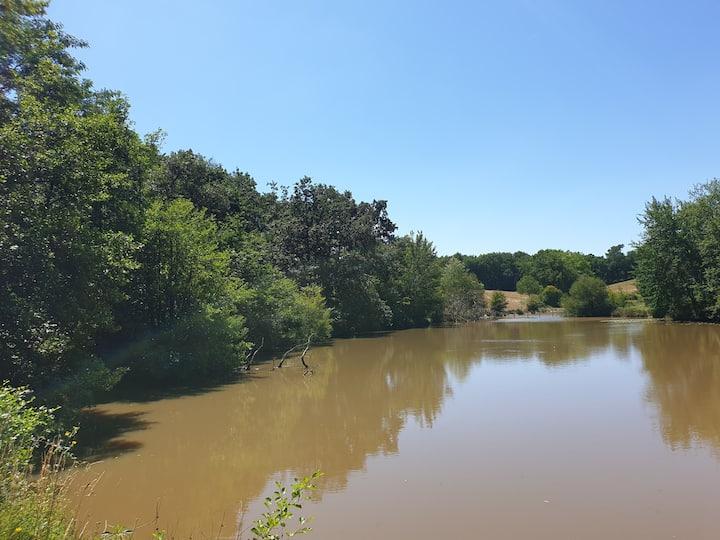 Maison à la campagne. 3 étangs. Forêt. Au calme