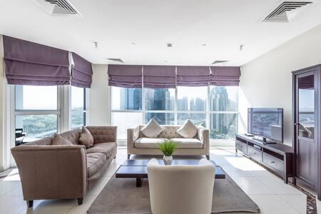 Luxury 4  bedroom in the heart of Marina