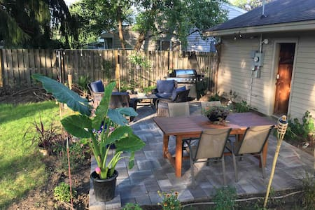 Convenient, modern home near golf & downtown!