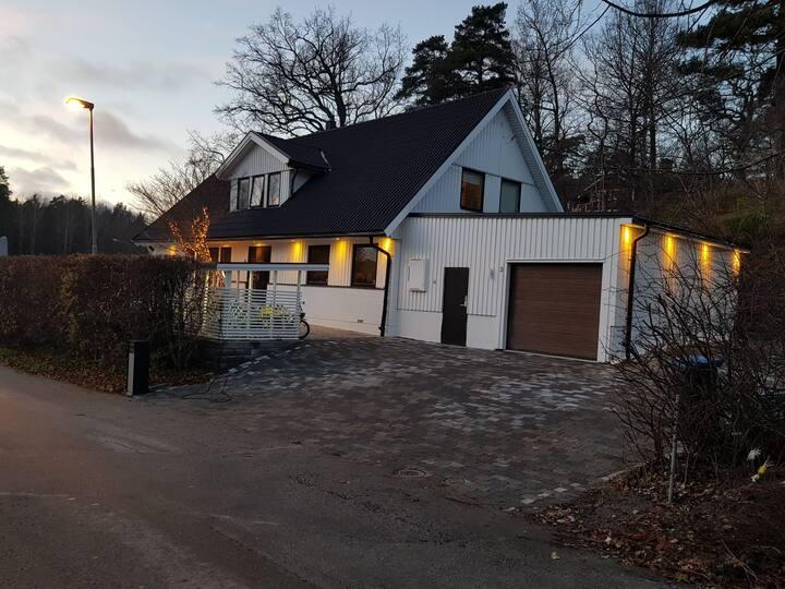 Vackert hus i lugn område nära Stockholm central