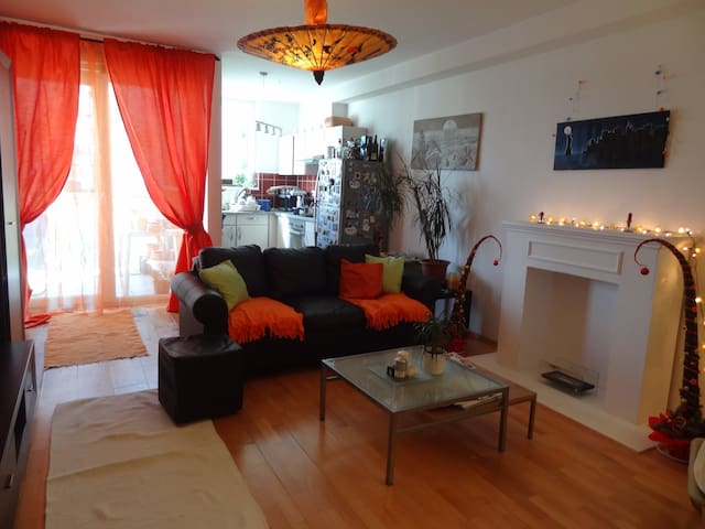 Luxurious and cosy condo, close to everything