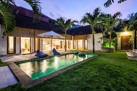 Central Seminyak 3BR Homey Pool Villa