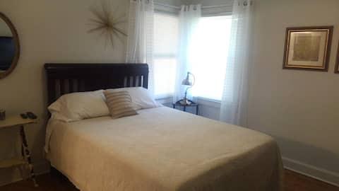 Cozy 3 bed/2 bath home in a quiet neighborhood