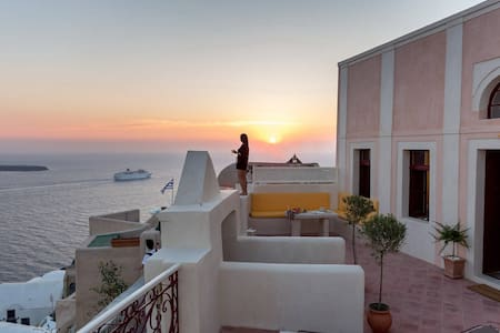 Poseidon Mansion Hot Tub with Sunset View - Oía