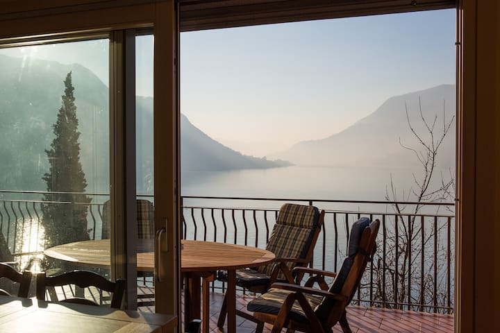Apartment with terrace and beautiful lake view - Faggeto Lario - Lägenhet