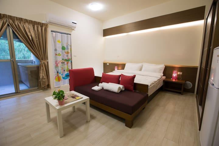 景觀溫馨雙人房,寬敞且乾淨!位於竹南頭份新竹交界處,北上南下的好選擇! - 新竹市 - Villa
