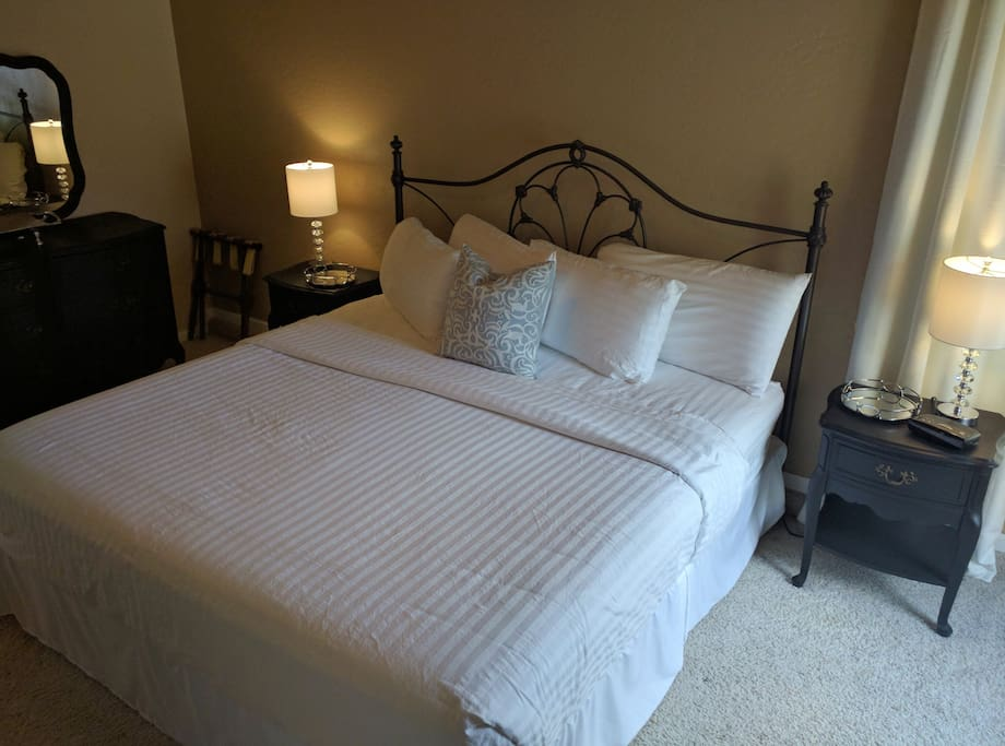 King Size Bed w/ Luxury Linens