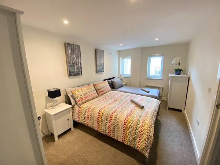 Modern flat near Chelmsford station & city centre
