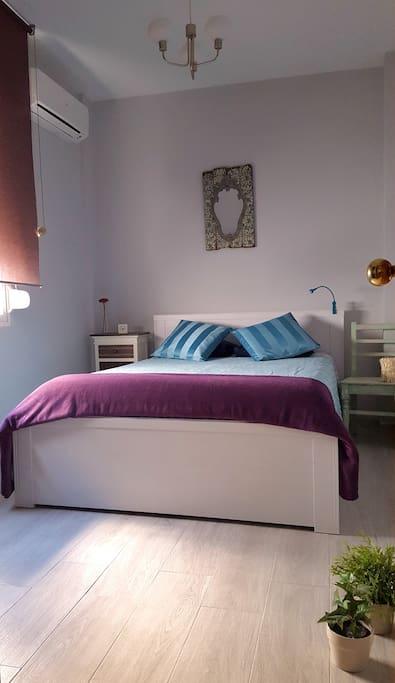 Dormitorio principal. Luminoso y climatizado.