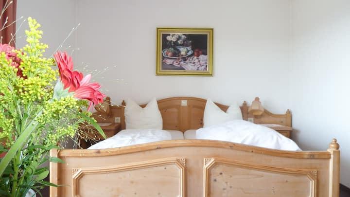 Gasthof Adler Güttingen mit Gästehaus Sonnhalde, (Radolfzell-Güttingen), Doppelzimmer Standard mit eigenem Bad oder Dusche und WC