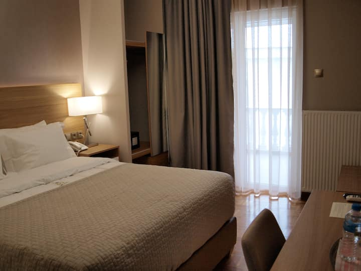 Luxury room close to Panormou Metro Station