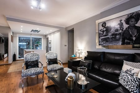 Apartamento con encanto de 2 dormitorios - 塞维利亚 - 公寓