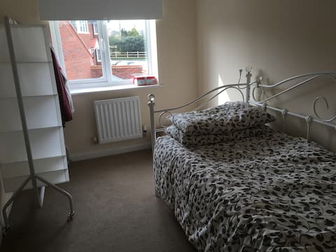 1 Single room in Cuddington