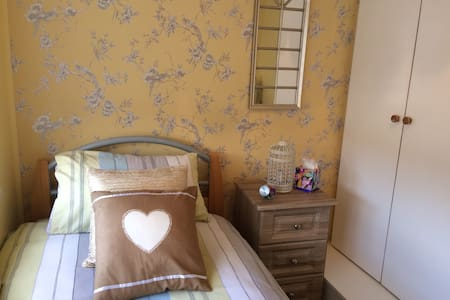 SUNNY SINGLE ROOM. - Artane - Hus