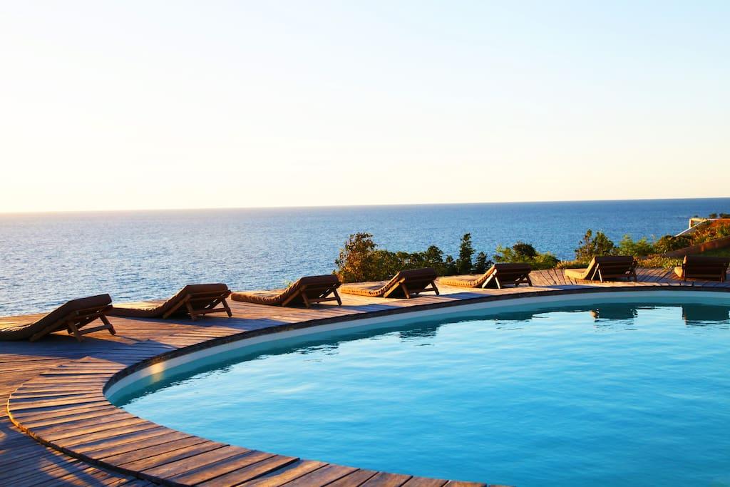 piscina sull'oceano/swimming pool