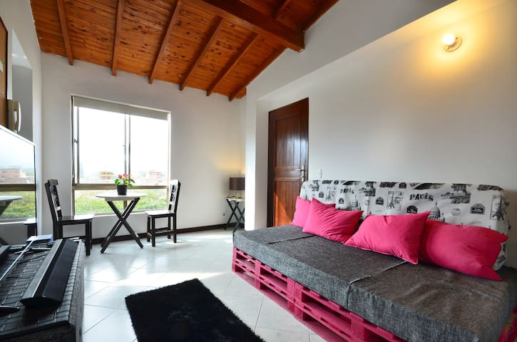 Lovely Private Bedroom For Two Close to Poblado - Medellin - Apartament