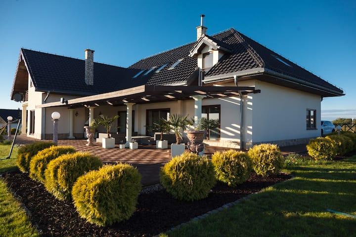 Dom na Osiedlu Mazury Residence z linią brzegową