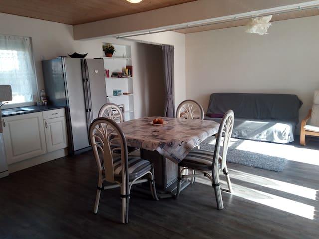Maison ensoleillée 2 chbres / Charming sunny house
