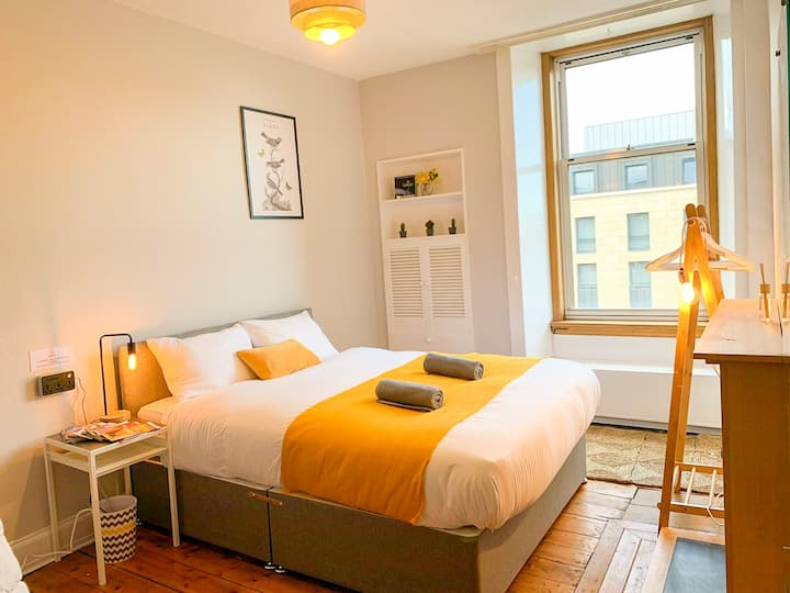 King Central Room w/ Extras ★ 2750+ Reviews - R20
