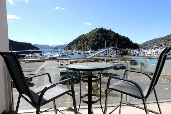Luxury Waterfront 1 Bedroom Dockside Apartment