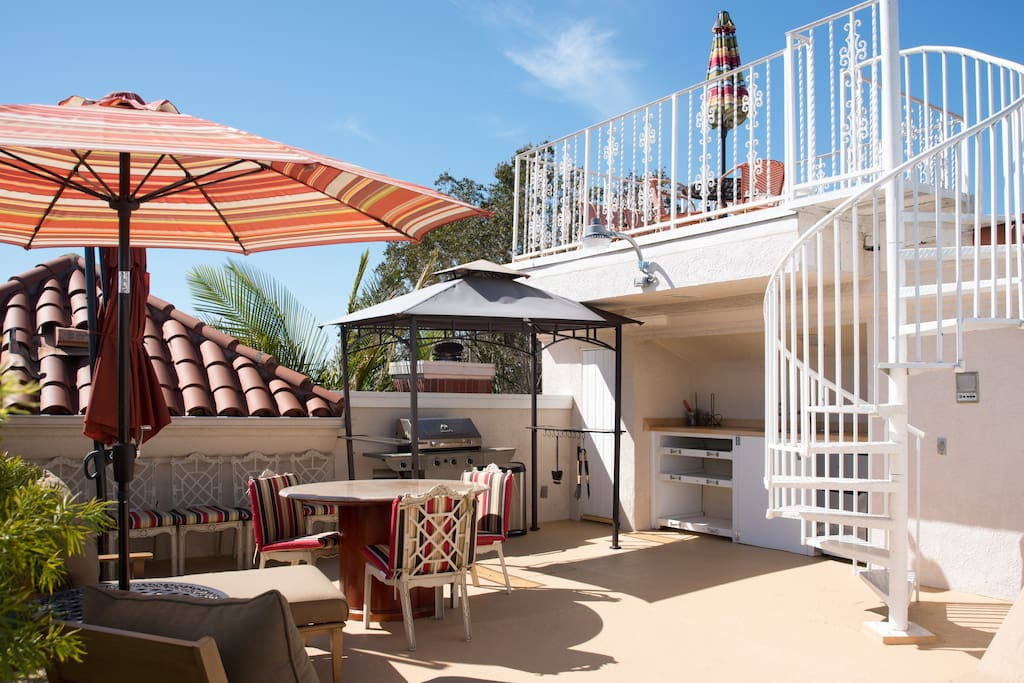Rooftop Patio With a observation deck above