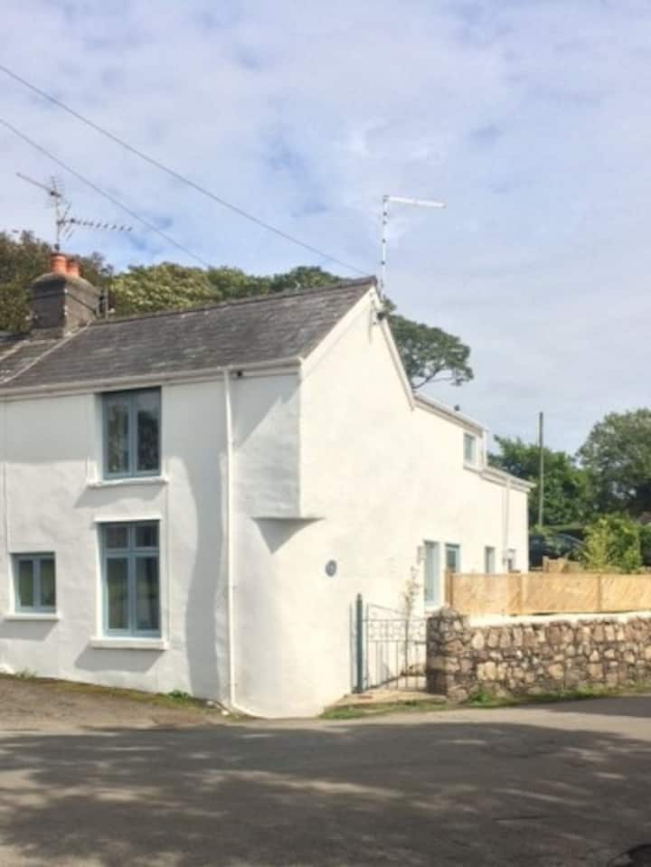 Charming 17th Century Gower Cottage