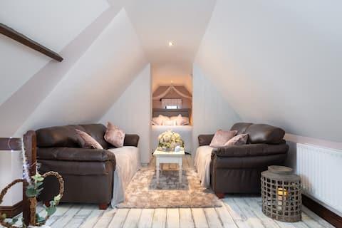 Romantic Hideaway Loft