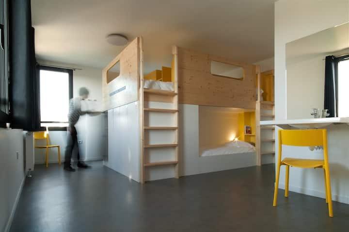 Un lit confort dans chambre de 7 personnes