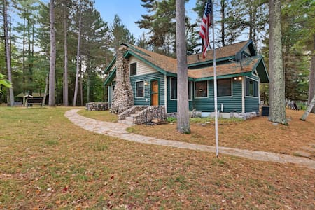 Family-friendly getaway w/ fireplace, full kitchen, & private dock - Dogs ok!