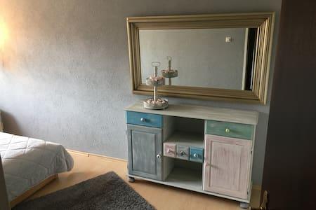 Helles Zimmer - Kaufbeuren - Apartamento