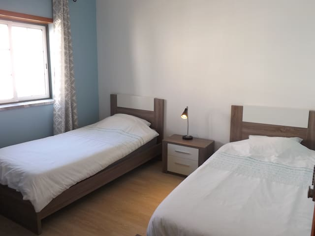 """""""Sea room""""! Now updated with 2 single beds instead of bunk bed for your best comfort! / Agora com duas camas individuais em vez de beliche, para o vosso máximo conforto!"""