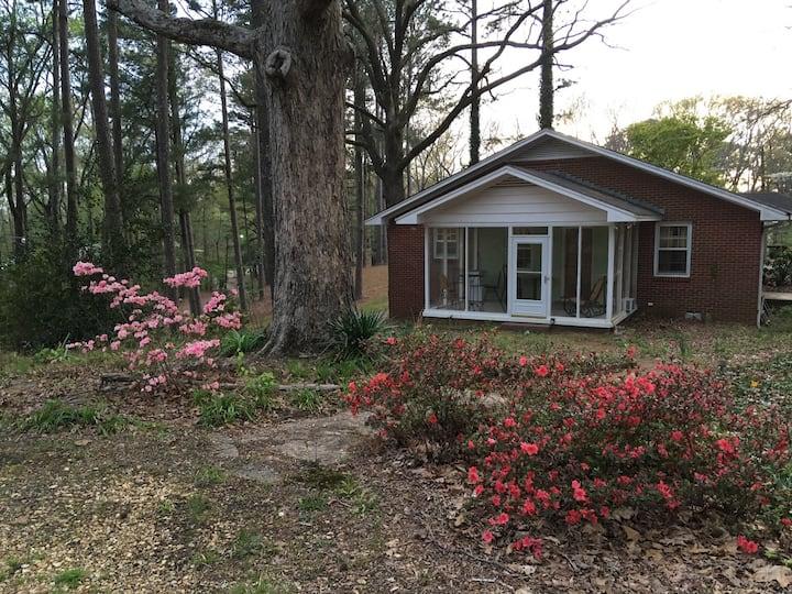 Shady Acres Retreat near Elvis Presley birthplace.