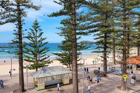 Spectacular Iconic Beach-Front Manly 3 B/R Apt