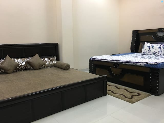 Spacious Room near Pulbangash Metro Station