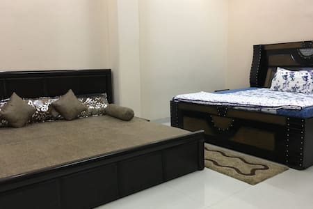 Spacious Room near Pulbangash Metro Station