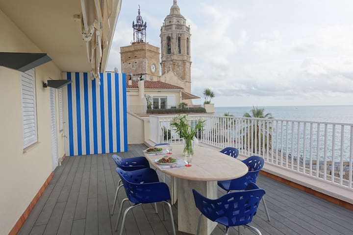 Charming Penthouse with Bright Coastline Views - Sitges - Wohnung