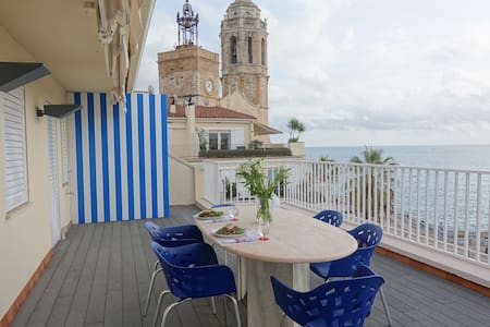 Charming Penthouse with Bright Coastline Views - Sitges - Apartamento