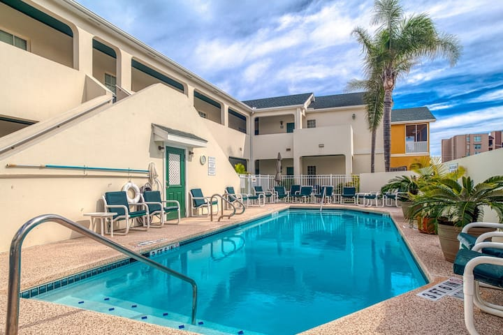 Island condo w/ balcony, shared pool, & hot tub - one block from the beach!