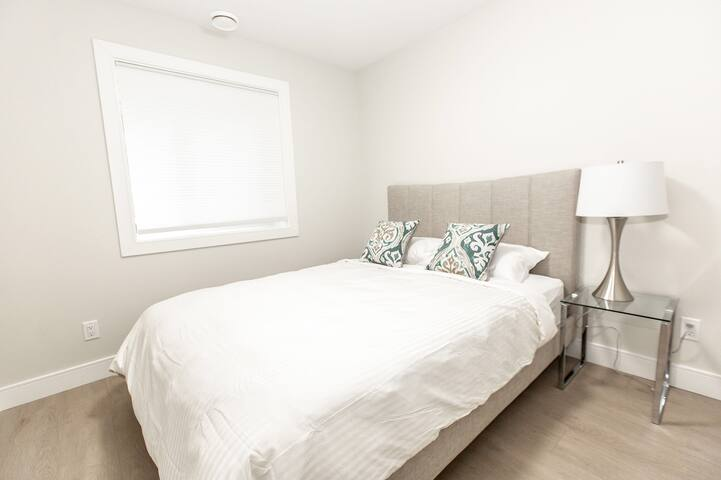 BRAND NEW COZY SUITE 15 MINS TO DOWNTOWN