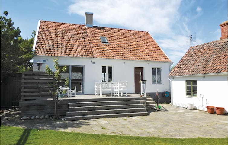 Holiday cottage with 2 bedrooms on 100m² in Tommarp
