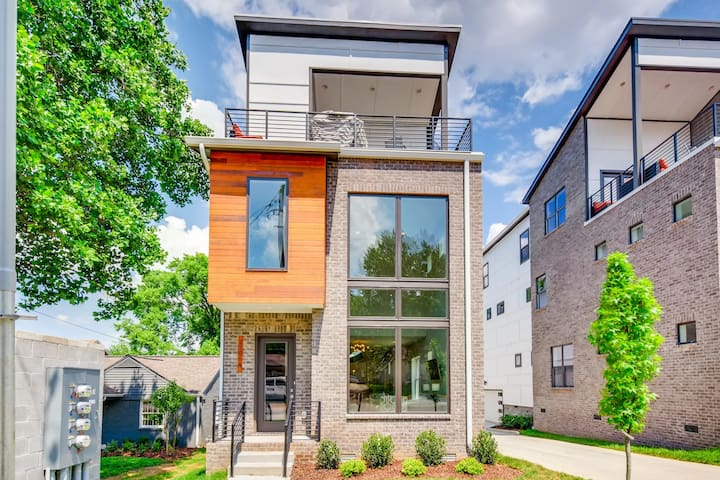 New Build w/ Rooftop Deck / 3.5 Miles to Downtown