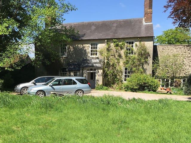 Beautiful Farmhouse - Marlborough