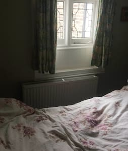 Private room near central Twickenham - Twickenham
