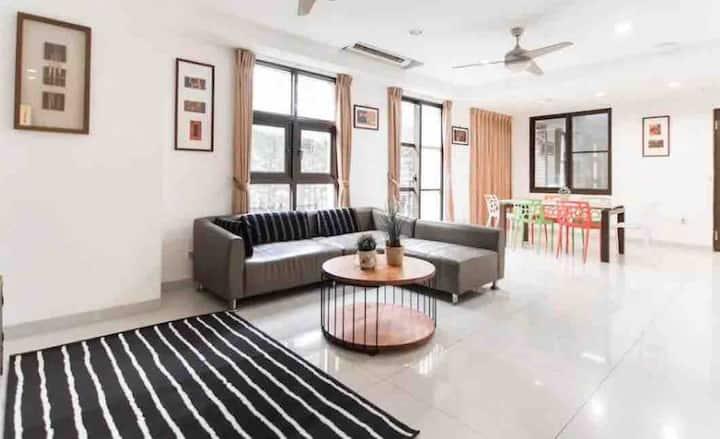 Airbnb超讚房東/Taipei時尚宅/兩大床可入住1到4人/南港展覽館vs南軟雙捷運/近南港車站