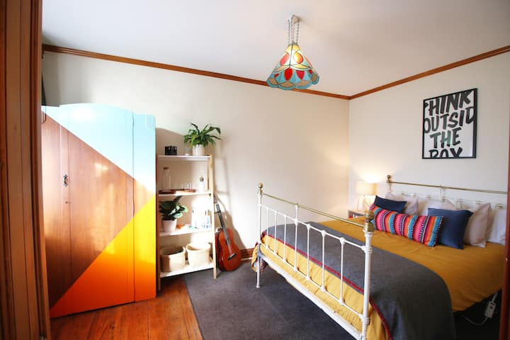 Kaewa Cottage (private room right in the city)