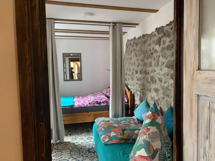 Rhein und Reben mit privater Sauna, (Sasbach am Kaiserstuhl), Ferienwohnung, 52 qm, 1 Schlafzimmer, überdachter Freisitz mit Außenküche, max. 3 Personen