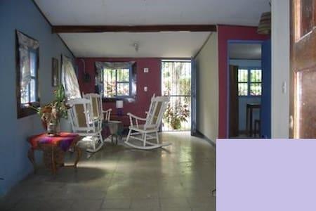 Casa, apartamento y/o habitaciones - Managua - Dom